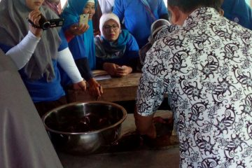 Pelatihan Pengolahan Ikan di POKDAKAN MEKARSARI Karangpucung (7)