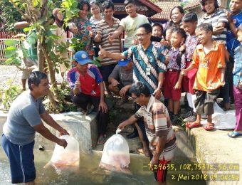 Sumbangsih Kelompok Rukun Jaya desa Jenang Kec. Majenang untuk kegiatan masyarakat desa (2)